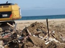 Продължава събарянето на култови барове в Слънчев бряг